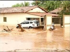 Moradores contabilizam prejuízos depois de forte chuva em Araguaína - Moradores contabilizam prejuízos depois de forte chuva em Araguaína