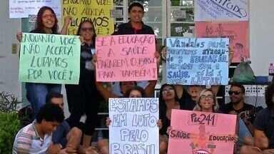 Servidores da UFMT entram em greve contra a PEC 241 - Servidores da UFMT entram em greve contra a PEC 241