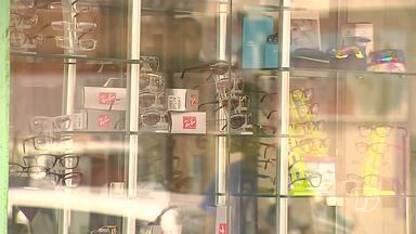 Óticas são notificadas sobre venda ilegal de pacotes de óculos e exames - Prática é considerada ilegal, segundo a Vigilância Sanitária de Santarém.