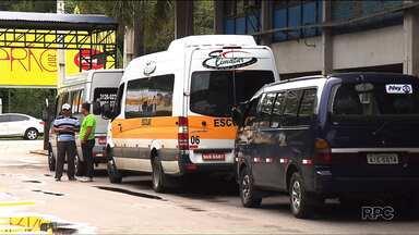 Greve de motoristas e cobradores em Araucária entra no terceiro dia - Quem precisa do transporte coletivo está procurando alternativas para chegar ao trabalho.
