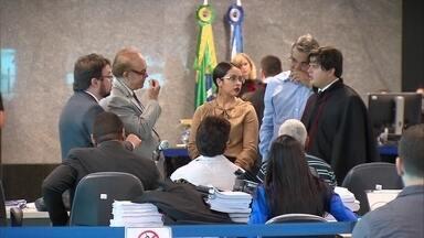 Júri dos acusados de assassinar promotor entra no 3º dia - Promotor de Itaíba Thiago Faria Soares foi morto em 2013