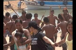 Índios Munduruku interditam o acesso ao porto das balsas em Itaituba - Protesto já dura dois dias.