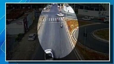 Motociclista é arremessado após carro furar sinal em Cuiabá - Motociclista é arremessado após carro furar sinal em Cuiabá.