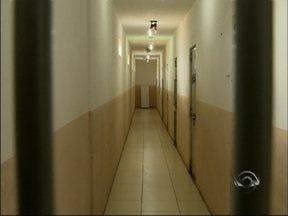 Superlotado: alternativas buscam amenizar situação de casas prisionais - Série de reportagens mostra situação de casas prisionais no norte do RS