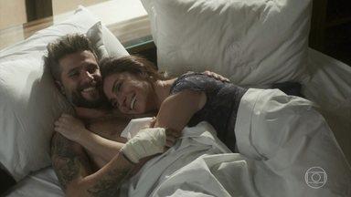 Mário e Alice têm primeira noite de amor - A bela diz que vai terminar com César. O casal faz mil declarações