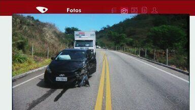 Dois veículos se envolvem em acidente em Mimoso do Sul, ES - Os motoristas tiveram ferimentos leves.