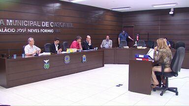 Começam a ser ouvidas as testemunhas da CPI das Horas Máquina na Câmara de Cascavel - CPI investiga irregularidades no contrato da empresa que presta serviços de manutenção das estradas rurais.