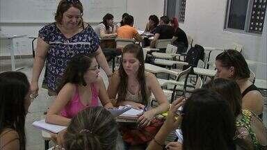 Alunos da UECE retornam às aulas após seis meses de greve - Alunos da UECE retornam às aulas após seis meses de greve