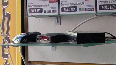 Consumidores buscam conversores de sinal digital no Recife - Rua da Concórdia tem inúmeras opções e preços.
