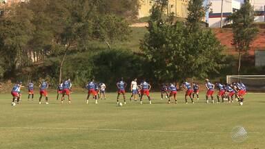 Machucado, Hernane não participa de treino do Bahia - Jogador deve atuar na partida do próximo sábado (29) contra o Ceará.