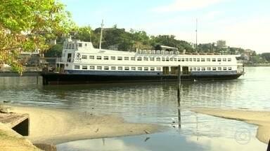 Começa hoje redução de horário nas barcas - As mudanças são em três linhas: Arariboia, Charitas e Cocotá. Passageiros fizeram abaixo-assinado contra a redução. Defensoria recomenda a estado voltar atrás da decisão. CCR diz que o novo horário é experimental.