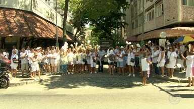 Moradores de Vila Isabel fazem protesto pelas ruas do bairro - Eles reclamam do aumento do numero de assaltos na região. A Polícia Militar prometeu reforçar o patrulhamento.