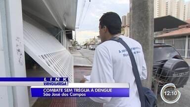 Agentes da dengue trabalham em horário estendido em São José - Objetivo é aumentar a abordagem a moradores em trabalho de prevenção.