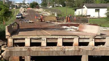 Começa a reconstrução da ponte da Mábio Palhano - A ponte caiu após as fortes chuvas de janeiro. A intenção é construir uma ponte mais forte, para suportar a correnteza das águas em caso de outra tempestade.