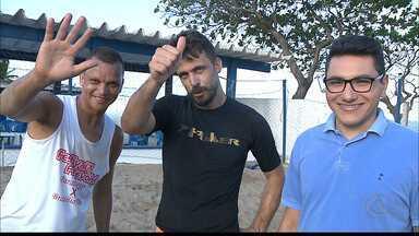 Desafio de futevôlei: Michel Alves leva a melhor sobre Warley - Ídolos do Belo se enfrentaram numa partida de futevôlei na praia do Bessa