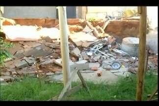 Estrutura de casa e prédio abandonado preocupam moradores em Uberaba - Parte de uma residência no Bairro Jardim Califórnia desabou em outubro; no Bairro Gameleiras, prédio abandonado incomoda moradores. Prefeitura de Uberaba se posicionou sobre o assunto.