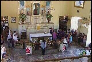 Capela do Socorro recebe missas e homenagens durante Romaria de Finados - Devotos participam de celebrações.