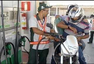 Redução no preço de combustíveis anunciada pelo Governo não chega para consumidores - Sindicato dos donos de postos espera que Governo reveja tributos do etanol e anuncie redução maior no preço da gasolina