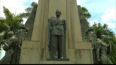Estátuas em João Pessoa : quem são esses personagens históricos? - O repórter Plinio Almeida percorreu as ruas da cidade e conta parte da nossa história.