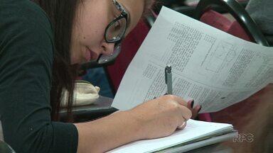 Muitos alunos passaram o feriado estudando para o ENEM - Por causa das ocupações, as provas não vão ser aplicadas em seis locais de Guarapuava.