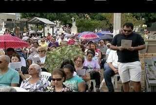 No Dia de Finados, visitantes lotam cemitérios no Leste de MG - Eles prestaram homenagens e participaram de celebrações.