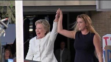 Hillary e Trump focam no corpo a corpo na Flórida - Nos EUA, candidatos não precisam convencer o maior número de eleitores no país, mas aqueles que interessam. O foco agora são os 29 delegados na Flórida. Hillary tomou fôlego e fez na segunda (1º) três comícios, em três cidades diferentes da Flórida.