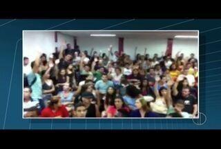 Estudantes ocupam Universidade Federal Fluminense no RJ - Ato é em protesto contra a PEC 241, entre outras reivindicações.