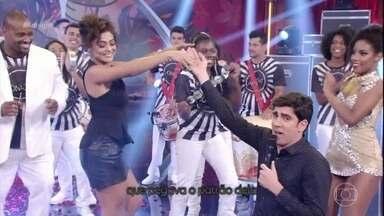 Juliana Paes mata saudades do carnaval com surpresa de Adnet - Em ritmo de samba, apresentador relembra a trajetória da atriz