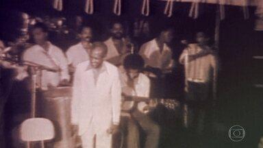 """Primeiro samba da história surgiu há cem anos - Em 1916, a casa da Tia Ciata foi o local de onde surgiu """"Pelo Telefone"""", o primeiro samba da história, de Donga e Mario de Almeida. Logo depois, surgiu """"Se você jurar"""", de Ismael Silva."""