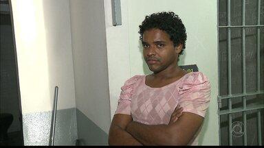 Preso homem que invadia prédios e condomínios em João Pessoa - O homem foi preso enquanto dormia em um prédio abandonado.