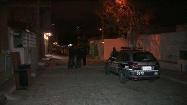 Jovem é assassinado a tiros na Zona Leste de Campina Grande - Crime aconteceu na rua Maximiano Machado no bairro do José Pinheiro.