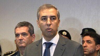 Vice-governador comenta operação da PF que prendeu PMs em Goiás - Oito policiais depõem em operação contra grupo de extermínio.