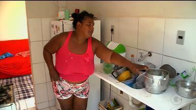 Moradores do Residencial Novo Tempo, em Petrolina, sofrem com a falta de água - Não está sendo nada fácil continuar morando no Residencial. Falta água todo dia.