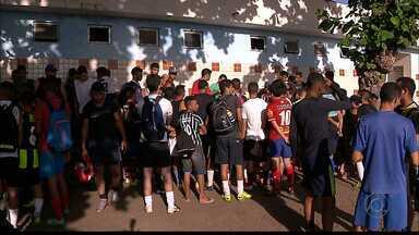 Peneira do Auto Esporte reúne cerca de 500 garotos em Mandacaru - Primeiro dia do processo seletivo reuniu atletas de várias cidades e até de outros estados no Juracizão
