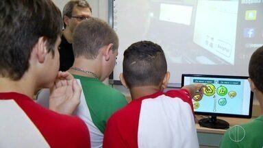 Estudantes de Petrópolis, RJ, participam de corrida mental através de atividades - Objetivo é estimular a colaboração e o trabalho em equipe.
