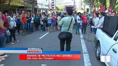São José teve protestos na manhã desta sexta-feira (11) - Na Avenida José Longo, no centro, o protesto interditou duas faixas
