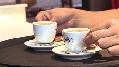 Empresário abre café com programa de financiamento do Banco do Brasil - Um empresário de São Paulo abriu uma franquia de café e, para pilotar o negócio, recebeu orientação e crédito do Banco do Brasil.