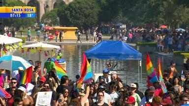 Parada Livre reúne cerca de 20 mil pessoas em Porto Alegre, diz PM - Edição de 2016 celebra os 20 anos do evento no Parque Farroupilha.