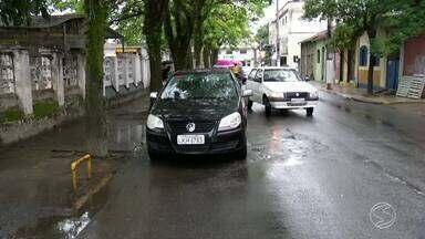 RJTV retorna a feira livre de Resende, RJ, para mostrar situação do trânsito - Caso foi mostrado há uma semana no telejornal; Guarda Municipal se comprometeu a fazer a fiscalização.