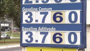 Redução do preço da gasolina é repassada por poucos postos - Na semana passada, a Petrobras anunciou uma nova redução do preço da gasolina e do diesel nas refinarias.