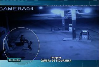 Câmera de segurança flagra assalto a posto de combustível no município de Canindé - De acordo com o dono do estabelecimento, os suspeitos levaram 7 mil reais.