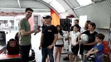 O repórter Daniel Perondi conhece um piloto de kart profissional - O assunto agora é velocidade. O repórter Daniel Perondi conheceu um piloto profissional de kart e acompanhou um pouco da sua rotina. Além de treinar para participar de corridas nacionais e internacionais, ele também dá aulas para uma turma animada que quer aprender sobre o esporte.