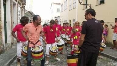 Hoje é dia de consciência negra: no batuque do Olodum! - Alexandre Henderson aprende os ritmos e a filosofia de trabalho da Escola Olodum, em Salvador.