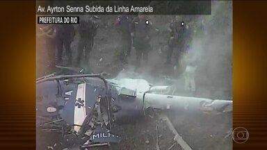 Polícia do RJ apura se helicóptero da PM foi abatido ou teve falha mecânica - A perícia não encontrou perfuração de balas no corpo dos policiais. A PM também vai ter de dar uma resposta às famílias dos sete jovens encontrados mortos depois de um dia de confronto.