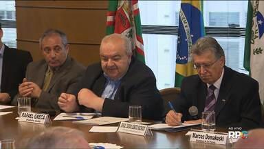 Rafael Greca, diz que vai trabalhar para baixar taxas e reduzir a burocracia na prefeitura - Ele se reuniu com empresários da Associação Comercial do Paraná