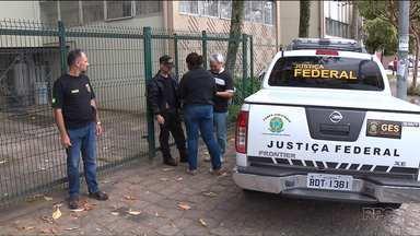 UTFPR, em Curitiba, permanece ocupada - Oficias de Justiça entregaram pela segunda vez a intimação de reintegração de posse do prédio, mas até agora os estudantes não cumpriram a determinação judicial.