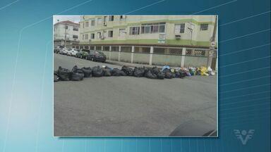 Moradores de São Vicente fecham avenida com sacos de lixo - Caso aconteceu no bairro Catiapoã.