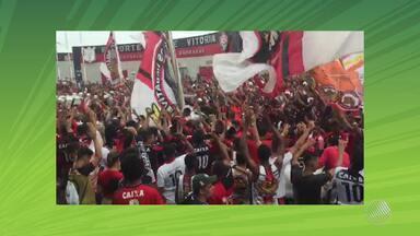 Veja vídeos da festa dos torcedores do Bahia e do Vitória nos jogos do fim de semana - Torcedores lotaram a Arena Fonte Nova e o Barradão.