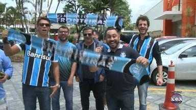 Torcedores já esperam o Grêmio em Belo Horizonte - Torcedores já esperam o Grêmio em Belo Horizonte.