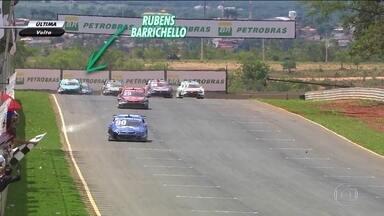 Melhores momentos da prova de Curvelo da Stock Car, Rubinho ficou sem gasolina no final - Ricardo Maurício venceu a prova, no campeonato Rubinho e Felipe Fraga disputam o título
